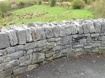 Dry stone wall with coping